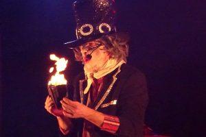 Jacot, l'étrange assistant du magicien